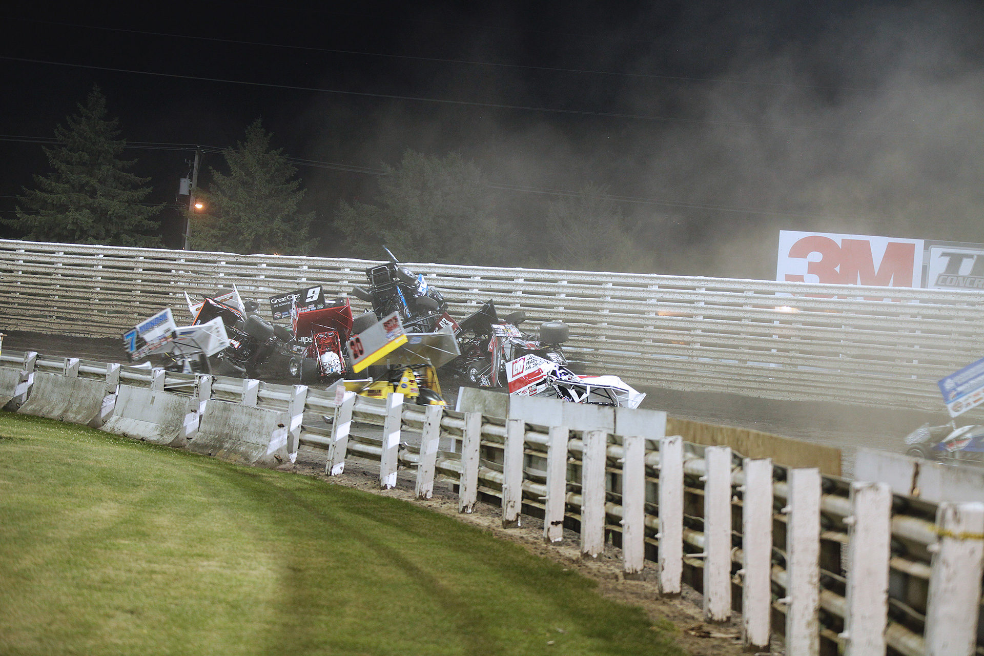 11 cars were caught in a massive wreck during the feature at Knoxville, no injuries were reported. ( Jeffrey Turford / TDP )