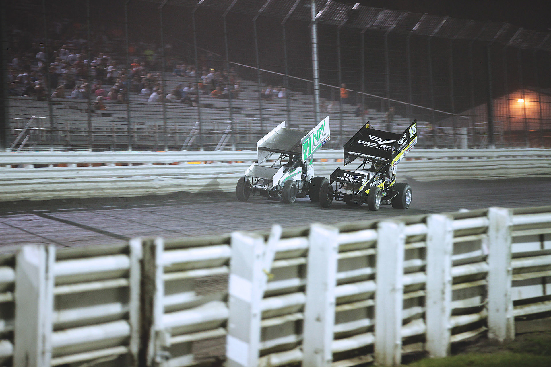 Jamie Veal put up a valiant fight but in the end Donny Schatz was just too strong. On a late-race pass Donny Schatz was able to secure the win during the feature at Knoxville Raceway on Saturday night with The World of Outlaws. ( Jeffrey Turford / TDP )