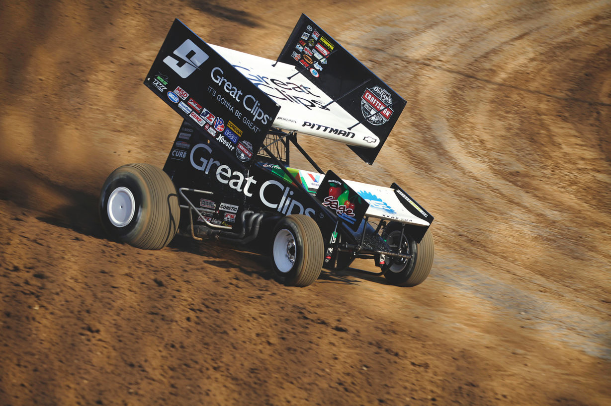 Daryn Pittman qualifying at Lawrenceburg Speedway with The World of Outlaws. ( Jeffrey Turford / TDP )