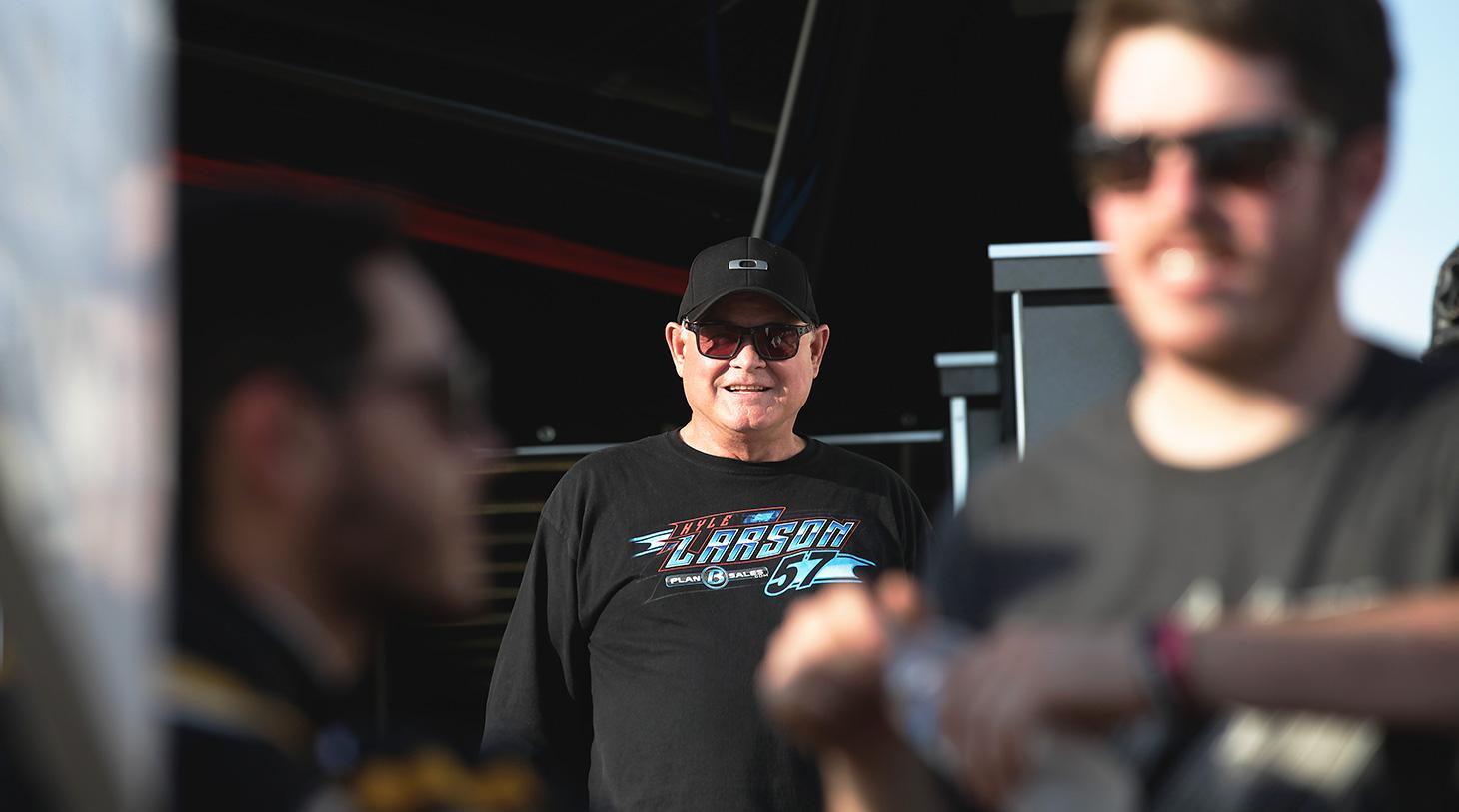 Mike Larson in good spirits at Lawrenceburg Speedway. (Jeffrey Turford / TDP)