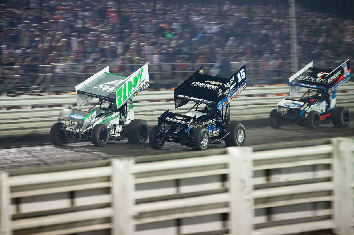 Donny Schatz passing Jamie Veal on the fronstretch at The 2016 Knoxville Nationals. ( Jeffrey Turford / TDP )