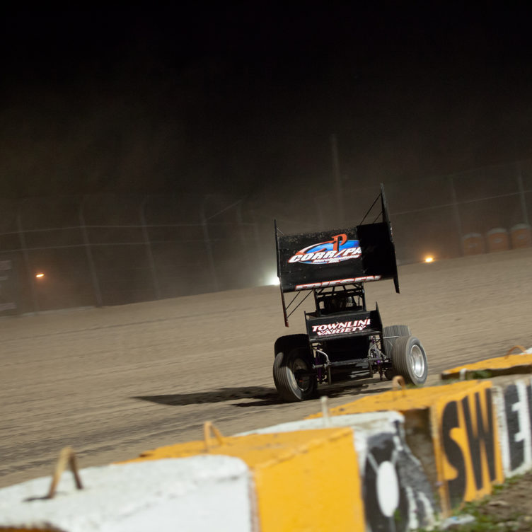 Jessica Friesen leading at the 2016 Canadian Sprint Car Nationals