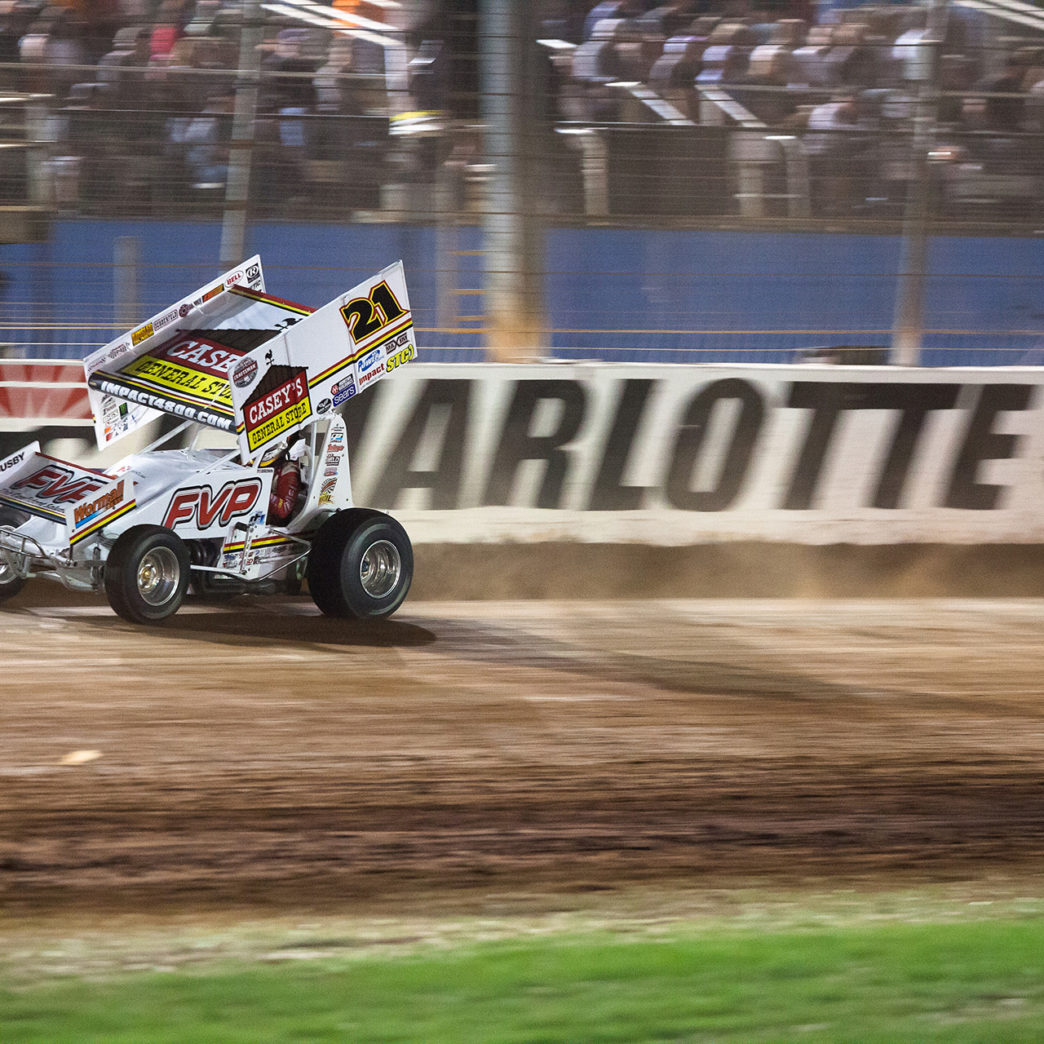 Brian Brown placed 2nd in his Heat race to transfer to the Feature on the first night of racing at The 2016 WoO World Finals. ( Jeffrey Turford / TDP )