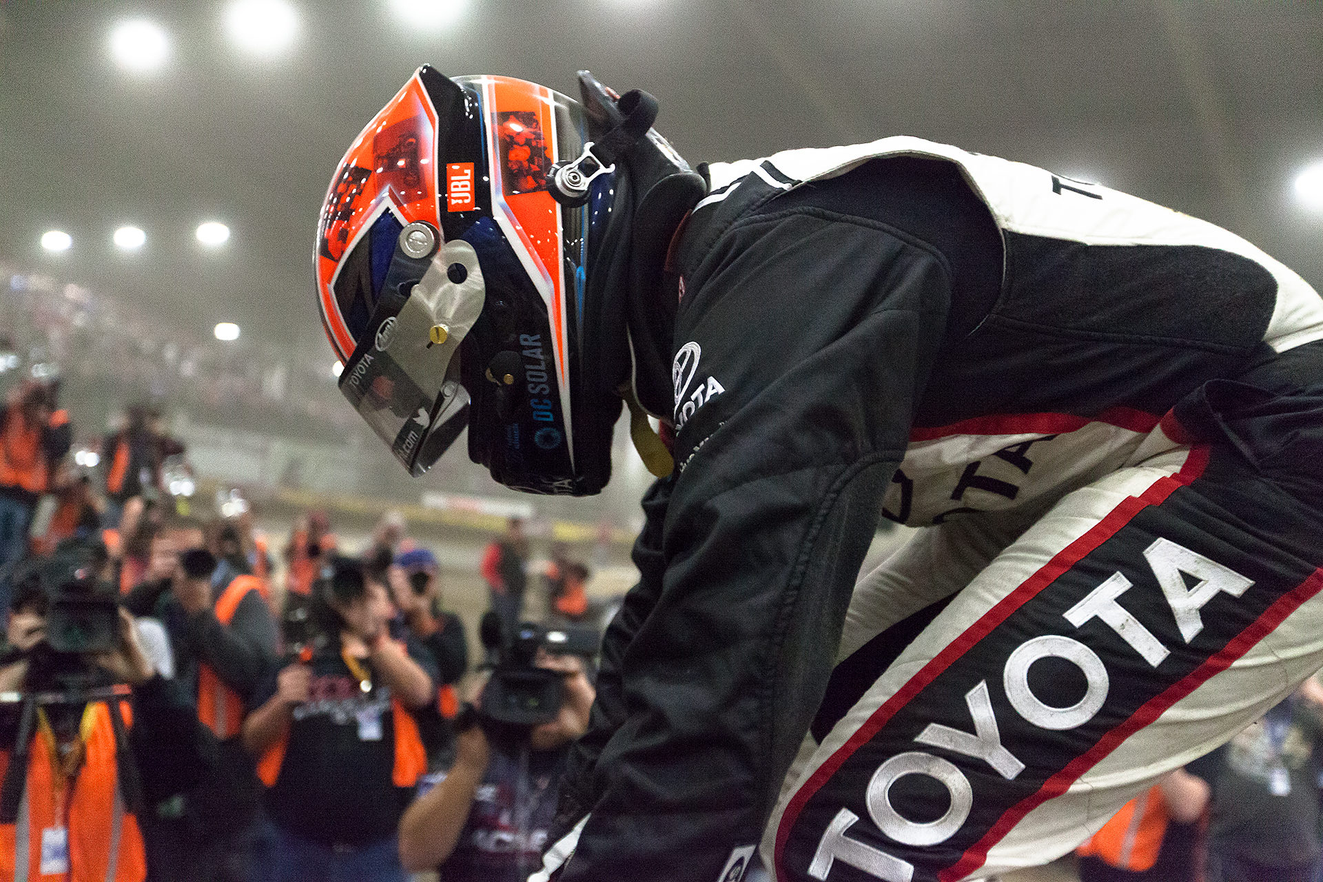 Thursday January 12, 2017 TULSA, Oklahoma - Christopher Bell mounts his DC Solar/Kunz Motorsports No. 71 midget car, in victory lane on Thursday, J.C.T. Qualifying Night of The 31st Chili Bowl Nationals ( Jeffrey Turford / TDP )