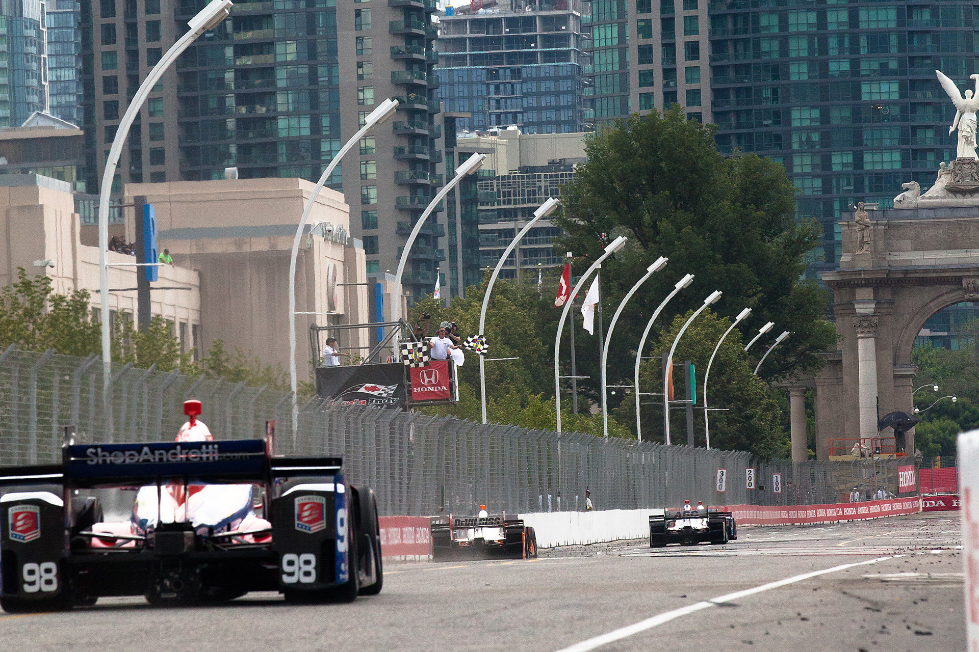 July 16, 2017 - Toronto, ON - DeVilbiss Penske driver no. 2, Josef Newgarden takes the checkered flag with no. 98 Alexander Rossi finishing 1.8704 seconds behind. ( Jeffrey Turford / TDP )