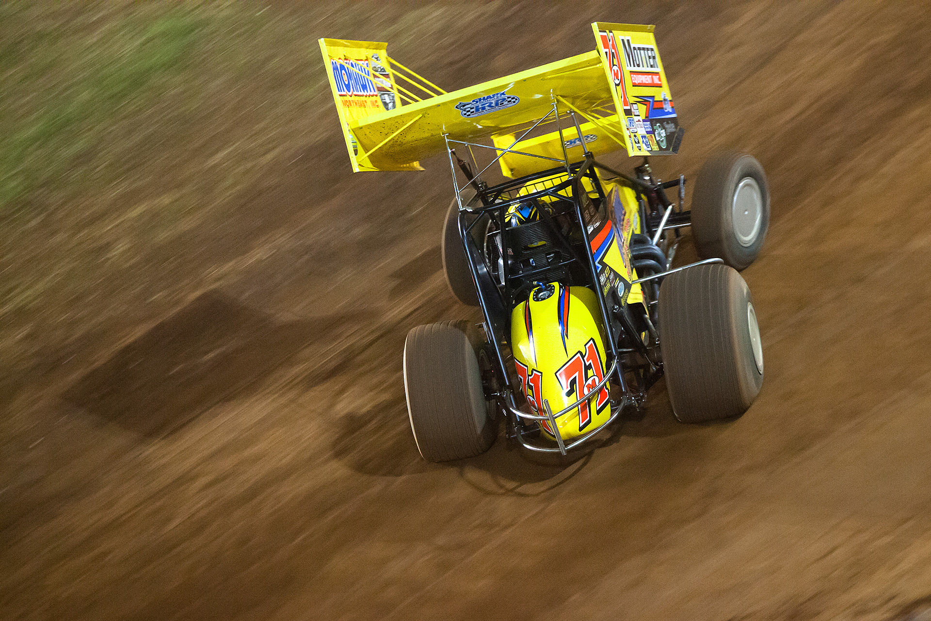 Dave Blaney on the gas, hard into turn 1 picking up the 2nd transfer spot in the Last Chance Showdown at World of Outlaws World Finals in Charlotte. ( Jeffrey Turford / TDP )