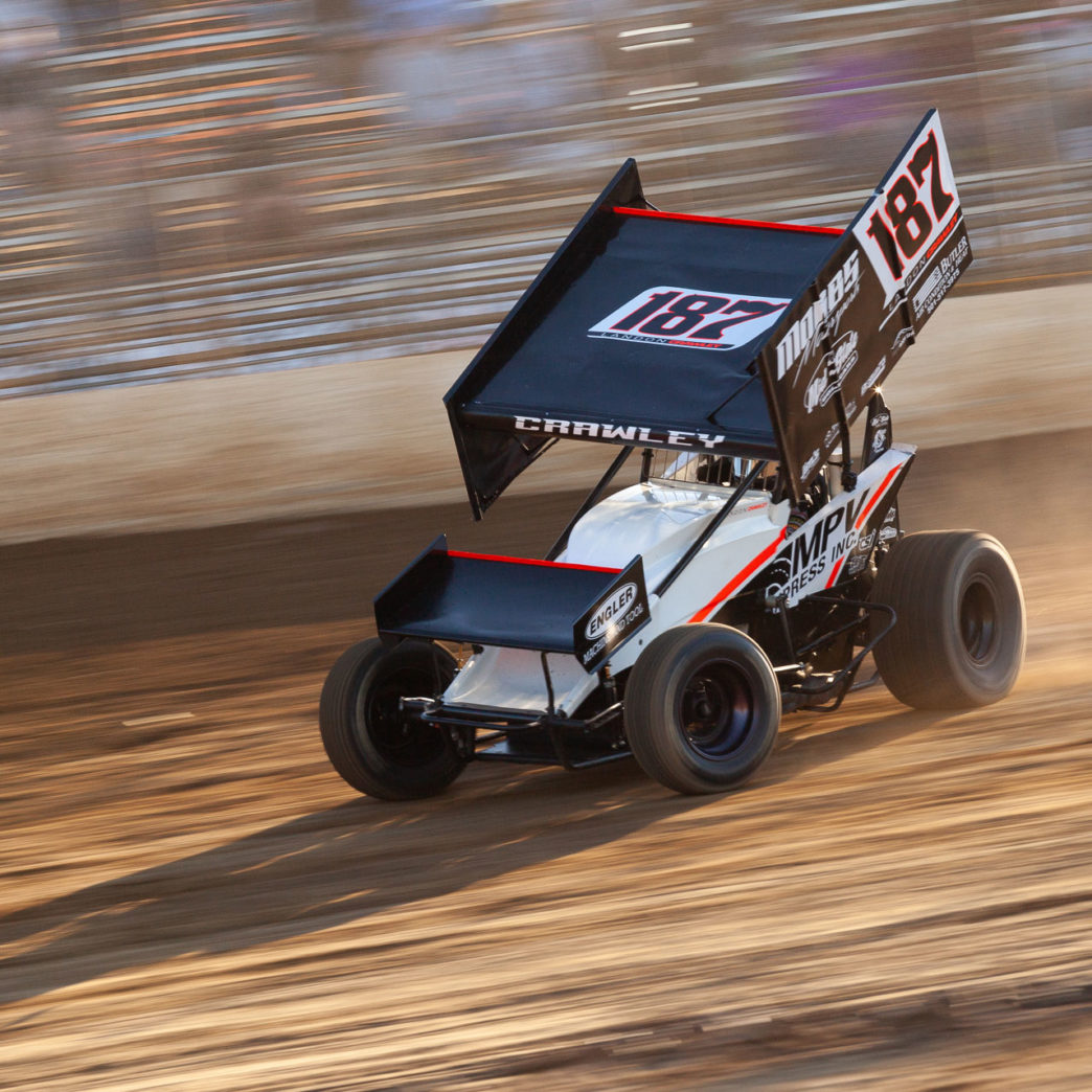 The 187 of Landon Crawley dives into turn 1 during qualifying on day 1 of the Lake Ozark Speedway Memorial Weekend Sprint and Midget Nationals presented by The Drivers Project. ( Jeffrey Turford / TDP )