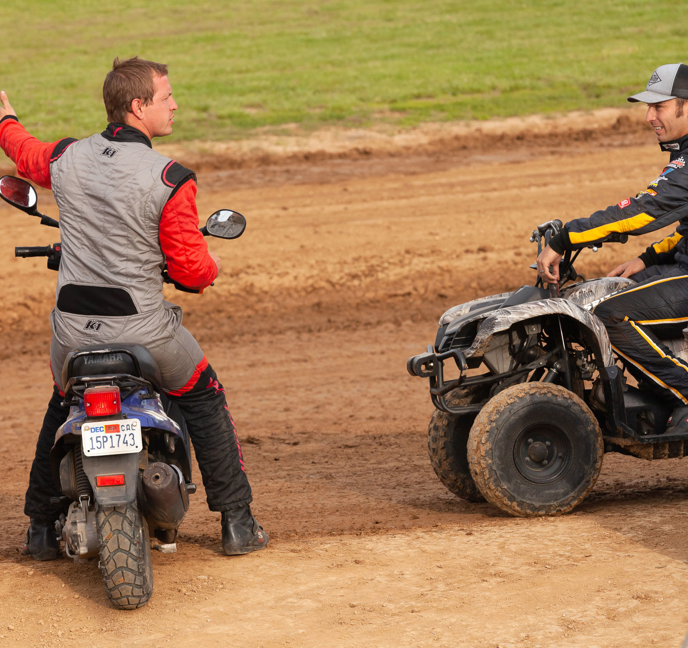 Sprint drivers J.J. Hickle (left) and Derek Hagar (right) chit chat during track prep on Sunday of the Lake Ozark Speedway Memorial Weekend Sprint and Midget Nationals. ( Jeffrey Turford / TDP )