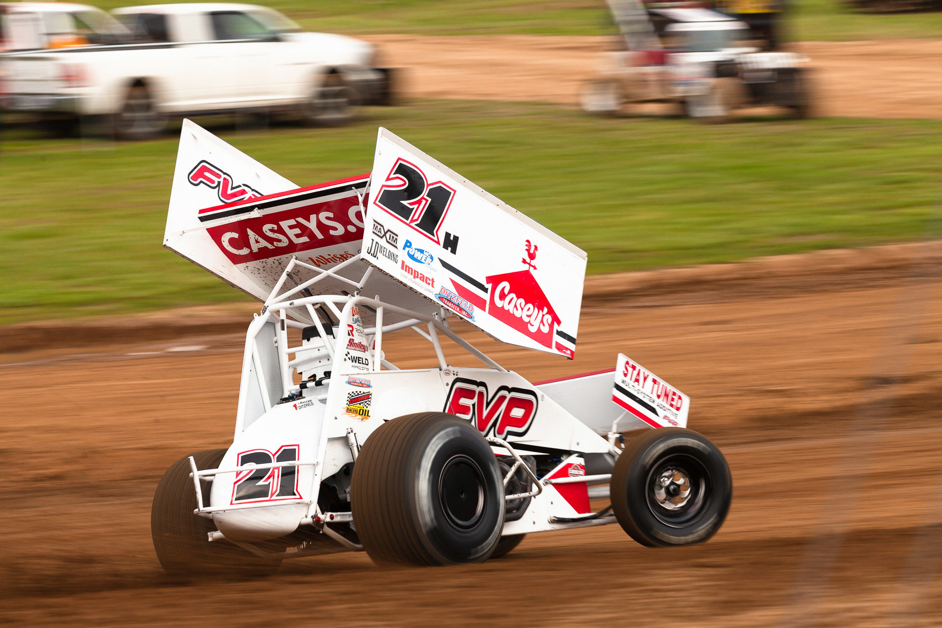 The No.21H of Brian Brown on the gas hard through turn 4 during time trials during the Memorial Weekend Sprint and Midget Nationals. ( Jeffrey Turford / TDP )